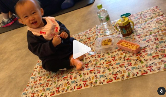ママがトレーニング頑張ってる横でピクニック赤ちゃん@福岡パーソナルジム