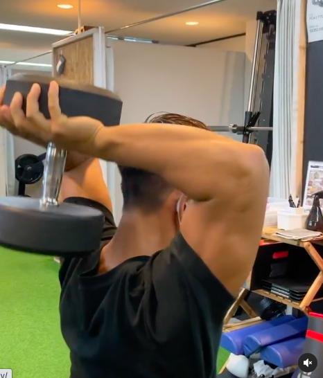 上腕三頭筋トレーニングで肩凝り、首の張りなどの予防効果も