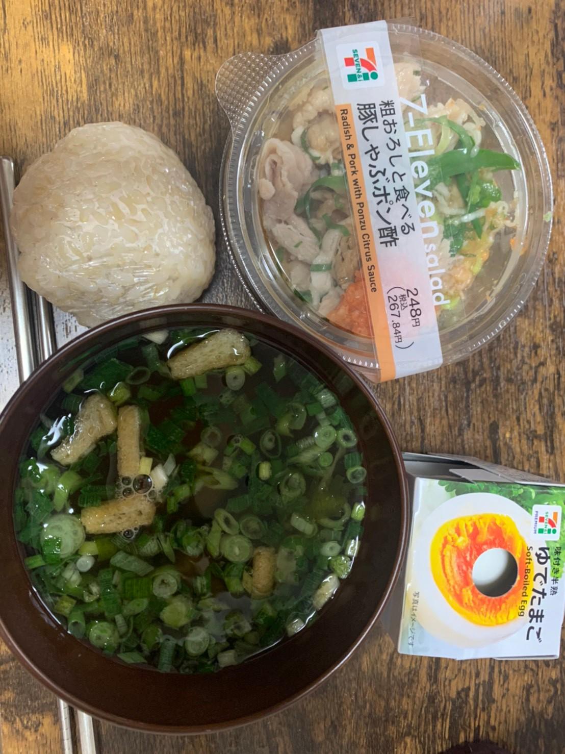 忙しい時は玄米+コンビニで味噌汁、野菜、ゆで卵でok(福岡パーソナルジム)