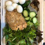 ダイエットボディメイクお昼のお弁当例(野菜、卵、魚、玄米おにぎり)