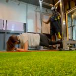 変則プランクで体幹トレーニングに背中も合わせて効果的(福岡パーソナルジム)