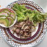ダイエット夜ご飯例(アボガドとタコ 、砂ずりとしめじ炒め)
