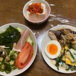 ダイエットボディメイク食事例(キノコ、オクラ、ワカメのサラダ)