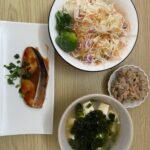 まずは和食とサラダからはじめよう(ダイエットボディメイク食事例)